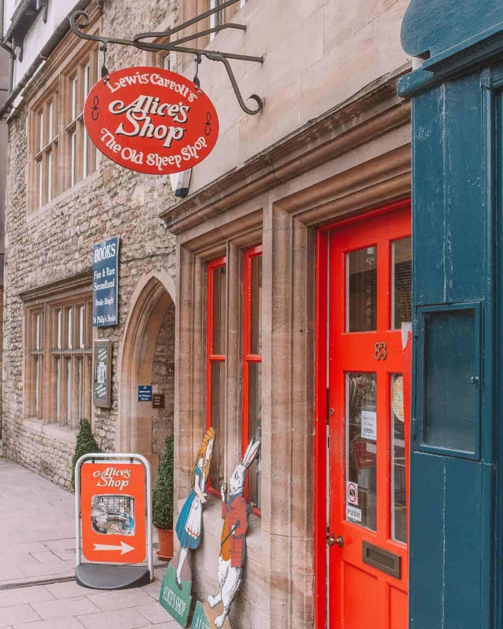 Ultimate Guide to Alice in Wonderland in Oxford #whatshotblog