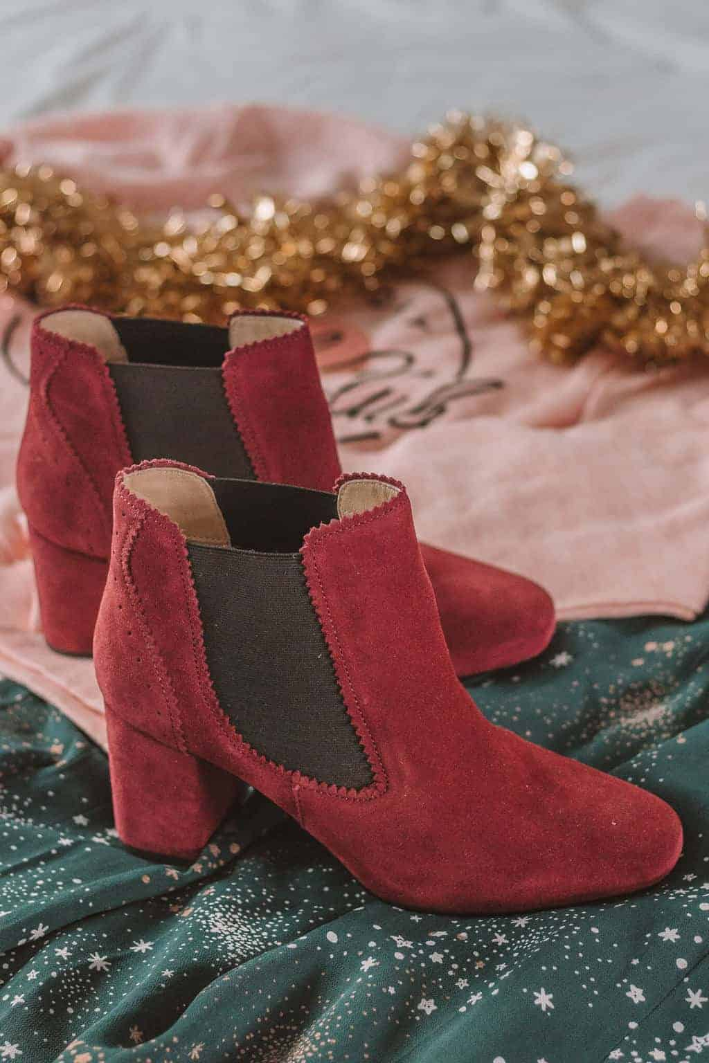 Burgundy Boots - Christmas Gift Guide 2018: Brilliant Christmas Gift Ideas For Her #whatshotblog